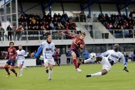 Raphaël Cottens et Paolo Musandji ont souffert face à la vivacité et au talent de Julian Esteban, lequel a inscrit trois buts... avant d'être remplacé à la mi-temps!