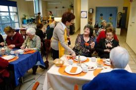 La fréquentation des repas du centre «Alizés» a diminué de moitié. Mais pour les seniors, cette offre demeure essentielle.