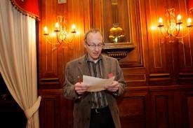 Le président du Conseil, Thierry Gaberell, à l'heure de révéler les résultats de l'élection à la Municipalité.