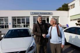 Vittorio Bevilacqua et Paul-André Cornu, à nouveau réunis, à l'occasion de la remise des nouveaux véhicules d'Yverdon Sport, au garage Autosport de Tonino Mattei. L'opération sauvetage est entamée!