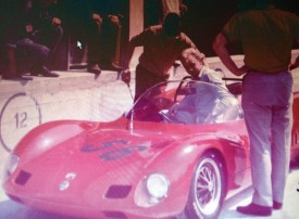 Jean-Pierre Brun au volant des Abarth qu'il conduisait dans les années 60. «C'était un gagneur. Il allait vite», se souviennent les pilotes de sa génération. © Famille Brun