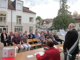 Le préfet Albert Banderet est en train d'assermenter les autorités politiques dans le Nord vaudois, comme ici à Montagny, un village sans partis.