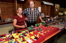 Colette et Christian Coli ont tenu un stand de vente de pièces détachées. ©Gabriel Lado