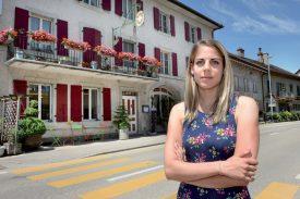 Audrey Piguet, tenancière de la Croix Fédérale, a perdu plus de 50% de sa clientèle. ©Michel Duperrex