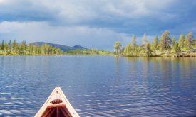 La météo, changeante, ne facilitait pas la navigation sur les lacs en Scandinavie. ©Simon Gabioud