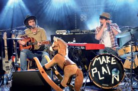 A l'Amalgame, le groupe Make Plain (folk-country blues) a fait danser la foule. ©Michel Duperrex
