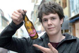 Loann Gaillard a concocté une recette de bière si savoureuse pour Mize, qu'il compte s'en inspirer pour améliorer celle de la Brasserie des Bains. ©Michel Duperrex