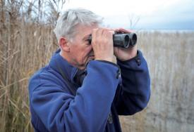 Michel Antoniazza, biologiste, recense les oiseaux depuis 45 ans. ©Carole Alkabes