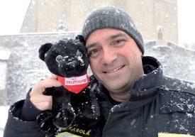 Président du Téléthon Suisse, David Fasola est domicilié dans le Nord vaudois. Il a fait le tour des différents postes, comme ici sur la place du Château, à Grandson. ©Michel Duperrex