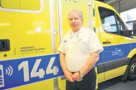Selon Thierry Billieux, ambulancier et responsable d'exploitation, c'est souvent le premier pas qui est difficile à faire sur le lieu d'un accident. ©Carole Alkabes