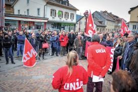 Environ 400 personnes ont répondu à l'appel du syndicat Unia. ©Carole Alkabes