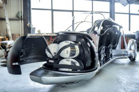 Outre la motorisation et de nombreux éléments techniques, la sphère abrite les casques des passagers. ©Carole Alkabes