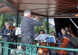 L'Orchestre d'Yverdon-les-Bains, dirigée par Christian Delafontaine, a animé l'inauguration depuis le kiosque à musique. ©Carole Alkabes