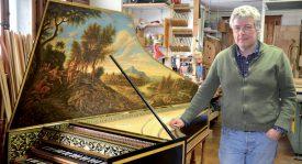 Après dix mois de travail, le clavecin de style flamand de Yannick Van Hove coûte 52 000 francs. ©Christelle Maillard