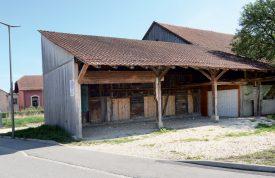 L'ancienne ferme et le hangar attenant seront bientôt démolis. ©Michel Duperrex