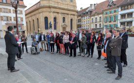Une partie des nouveaux élus du sous-arrondissement d'Yverdon-les-Bains se sont retrouvés en début de soirée sur la place Pestalozzi. ©Carole Alkabes
