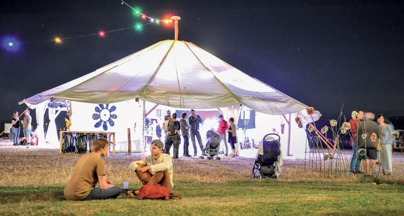 La fête s'est poursuivie jusque tard les deux nuit pour les festivaliers. ©Carole Alkabes