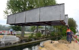 La structure en acier pèse environ sept tonnes et demie.