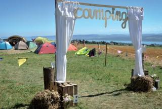 Installés au camping, les festivaliers ont bénéficié d'une vue imprenable sur le lac. ©Carole Alkabes
