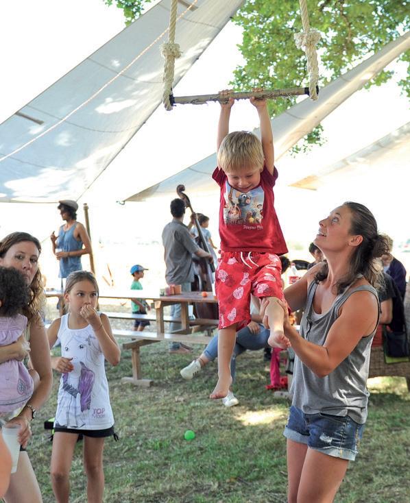 Il n'y avait pas d'âge pour prendre part à l'atelier cirque. ©Carole Alkabes