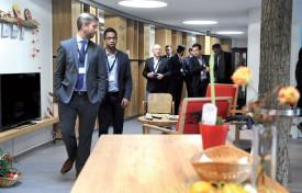 La délégation de Wallonie en visite dans la colocation Rubis, située dans la Résidence Agate. ©Michel Duperrex