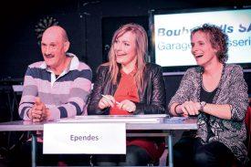 Rémy Perrin, municipal, Carole Glauser, syndique et Séverine Henry, représentaient Ependes lors de la finale, samedi soir. ©Carole Alkabes