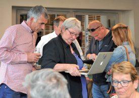 Le PLR, et surtout Pierrette Roulet-Grin (au centre), ont suivi de près les résultats des élections depuis le Restaurant yverdonnois de la Grange. ©Carole Alkabes