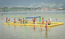 Des parties de water beach-volley étaient organisées sur le lac. ©Carole Alkabes