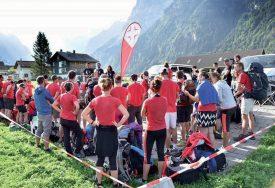 A Engelberg, les équipes ont participé à un concours de tir à la corde. ©Eric Chappuis