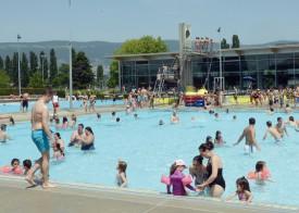 La piscine communale espère à nouveau faire le plein cet été. © Duvoisin -a