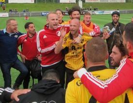 Scène de liesse bavoisane à l'issue de la rencontre de samedi à Baden: le FC Bavois est promu! © Natacha Tallin