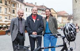 Clément Wieilly a été reçu par le secrétaire municipal adjoint Yves Martin et Cécile Ehrensperger, cheffe adjointe du Service jeunesse et cohésion sociale. © Simon Gabioud