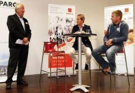 Le débat organisé lors de l'événement, piloté par l'animateur Jean-Philippe Rapp, avec Patrick Delarive (au centre) et Raphaël Domjan (à dr.). © Gabriel Lado