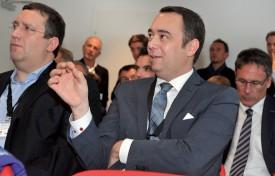 Le ministre Maxime Prévot a interpellé ses hôtes à de nombreuses reprises pour obtenir des compléments d'information. ©Michel Duperrex