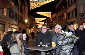 Les Nocturnes, c'est aussi, et surtout, l'occasion de se rencontrer au centre-ville. ©Michel Duperrex