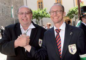 Le duo gagnant de la manifestation: Yves Richard, l'Abbé-président de l'Abbaye des Armes réunies (à g.), et Thierry Gaberell, celui de l'Abbaye d'Yverdon. ©Michel Duperrex