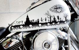 Une «poya macabre», un design taillé sur-mesure pour les Harley-Davidson. ©Michel Duperrex