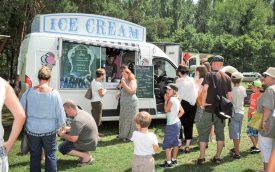 Les crèmes glacées sont parties comme des petits pains, hier, avec les températures estivales. ©Carole Alkabes