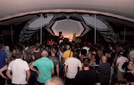 Les visiteurs se sont pressés sous la tente pour le Numerik Cosplay Show. ©Gabriel Lado