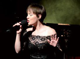 L'auteure-compositrice valaisanne Sylvie Bourban a chanté «Café arabe» avec le chanteur sainte-crix. ©Michel Duperrex