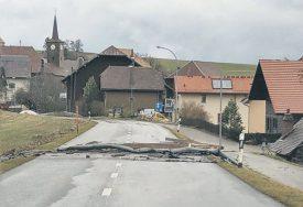Un automobiliste a été le témoin des ravages d'Eleanor. ©DR