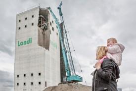 L'ancien centre de collecte des céréales sera remplacé par 81 appartements, ainsi que par des surfaces administratives et commerciales. © Simon Gabioud