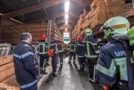 Des nombreux sapeurs ont été alertés en raison de la fermentation du foin. © Carole Alkabes