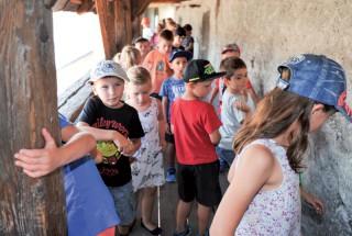 Une centaine d'enfants de la région ont participé à la chasse au trésor proposée par La Région Nord vaudois en partenariat avec le château. ©Carole Alkabes