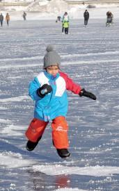 Un jeune patineur en pleine action. ©Michel Duperrex