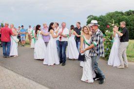 Pas de danse après le couronnement des rois, à Valeyres-sous-Rances. ©Roger Juillerat