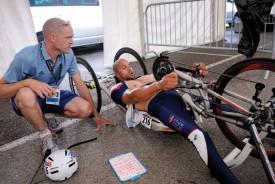 Tony Josselin, entraîneur de l'équipe de France, donne ses derniers conseils à Riadh Tarsim. © Nadine Jacquet