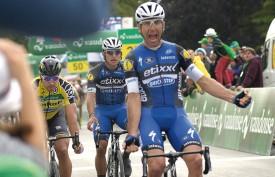 L'arrivée, avec la victoire de Maximiliano Richeze, ici devant son coéquipier Fernando Gaviria et le leader du Tour de Suisse Peter Sagan, lequel a été privé d'un troisième succès d'étape consécutif. © Michel Duperrex
