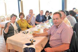Les membres de l'UDC du Nord vaudois étaient réunis au Restaurant de la Plage, lorsqu'ils ont constaté les résultats des élections. ©Carole Alkabes