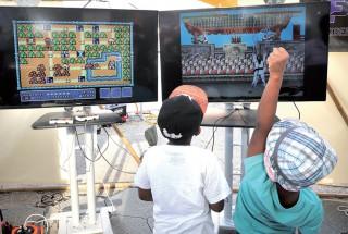 Les enfants ont eu l'occasion de découvrir les jeux du siècle dernier. ©Michel Duperrex